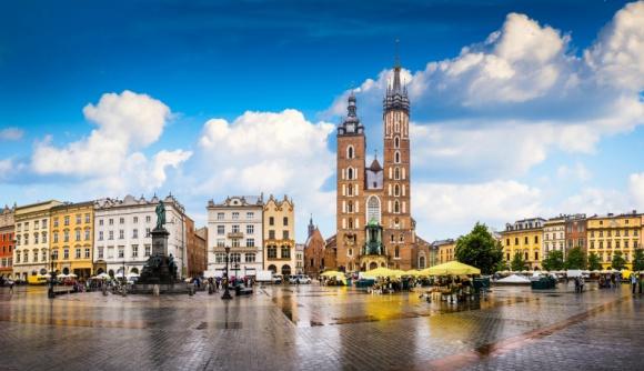 Za co warszawiacy kochają Kraków? LIFESTYLE, Podróże - Polska obfituje w idealne miejsca do spędzenia dni wolnych, ale to szczególnie Kraków upatrzyli sobie na weekendowe wypady mieszkańcy stolicy. Coraz więcej osób decyduje się na krótkie wyjazdy, aby odpocząć od codziennych obowiązków, poznać nowe miejsca i odkryć swój kraj.