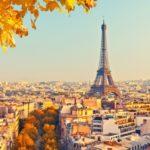 Paryż atrakcyjnym celem podróży dla polskich turystów jesienią.