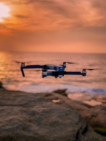 Krzysztof Przybył - Polska dronami stoi BIZNES, Lotnictwo - Polska może być liderem zmian w Europie i to u nas mogą rodzić się nowatorskie rozwiązania w dziedzinie transportu z wykorzystaniem Bezzałogowych Statków Powietrznych.